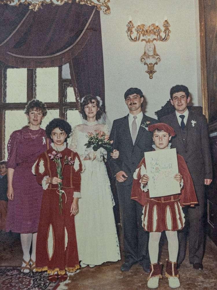 wedding planner Maria Mayer a 6 anni che fa da paggetta ai matrimoni civili che venivano organizzati nel castello del conte Pàlffy